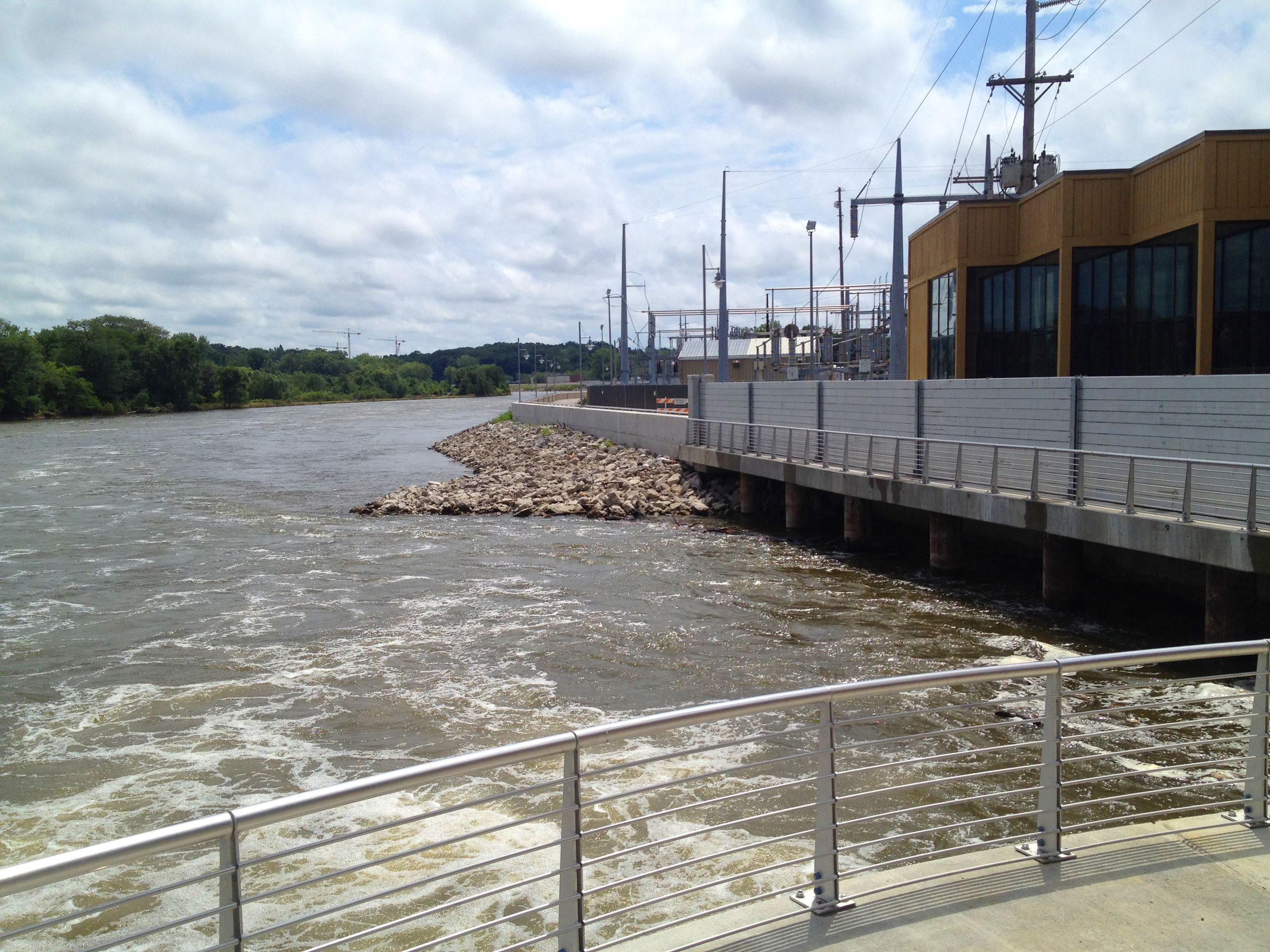 Permanent & removable floodwalls along the Iowa River
